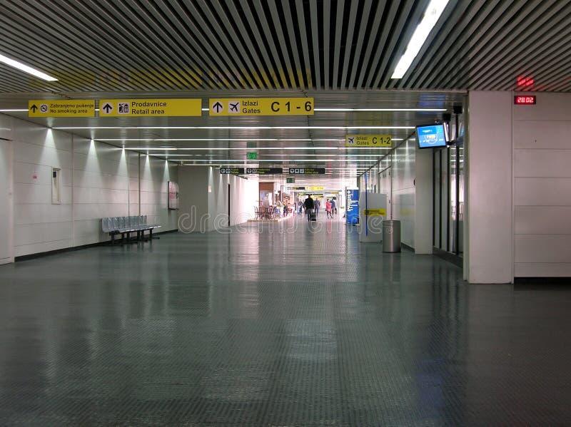 Pasillo grande en el aeropuerto fotografía de archivo libre de regalías