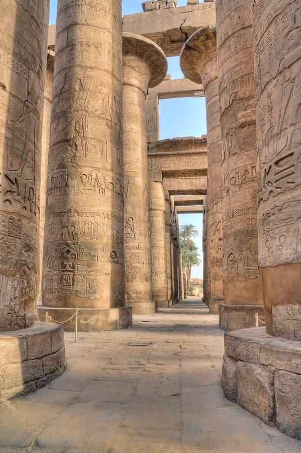 Pasillo hipóstilo en Karnak, Egipto fotografía de archivo