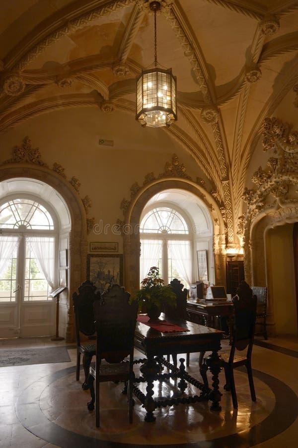 Pasillo histórico del hotel, palacio de Bussaco, techo saltado fotos de archivo