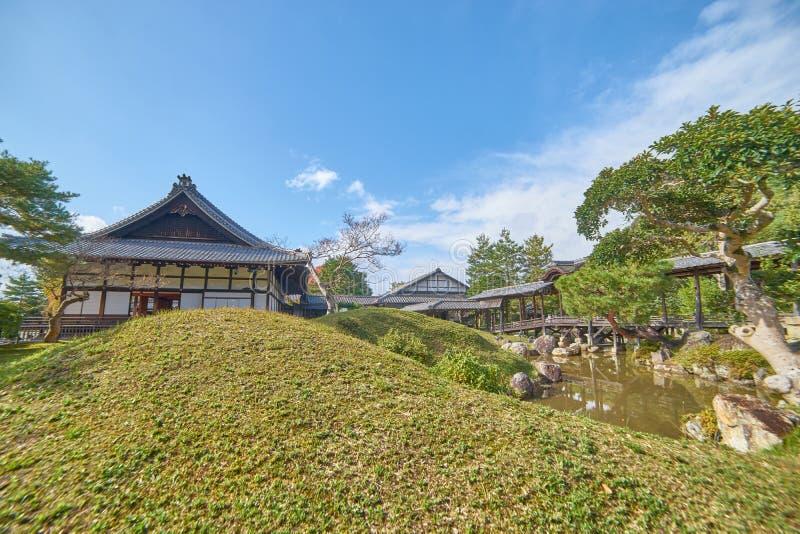 Pasillo histórico hermoso en la puerta delantera del templo del daiji del  de KÅ foto de archivo