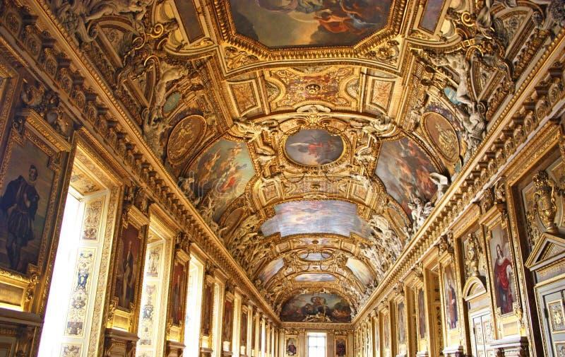 Pasillo principal del Palais de Louvre foto de archivo