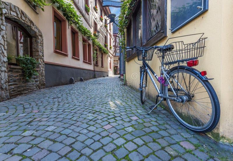 Pasillo típico en Bernkastel en Alemania imágenes de archivo libres de regalías