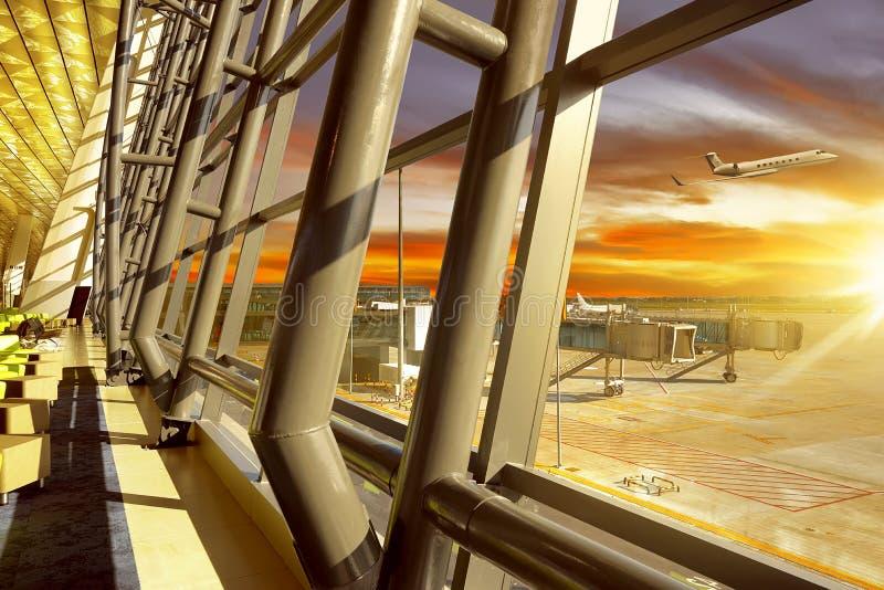 Pasillo vacío en aeropuerto fotos de archivo