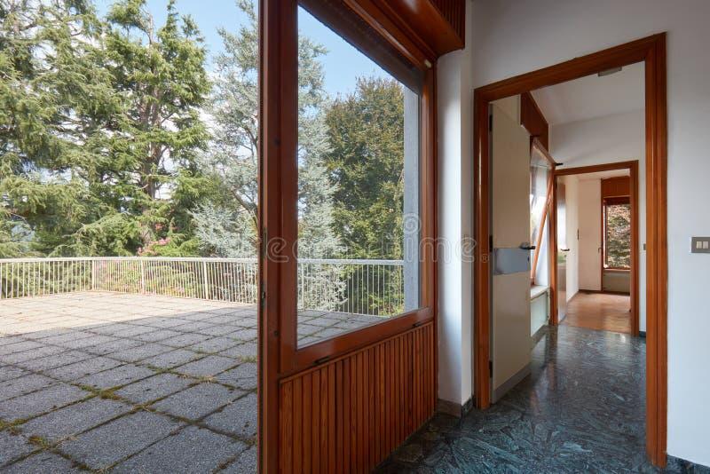 Terraza Grande En Casa De Campo Con Con El Piso Tejado De