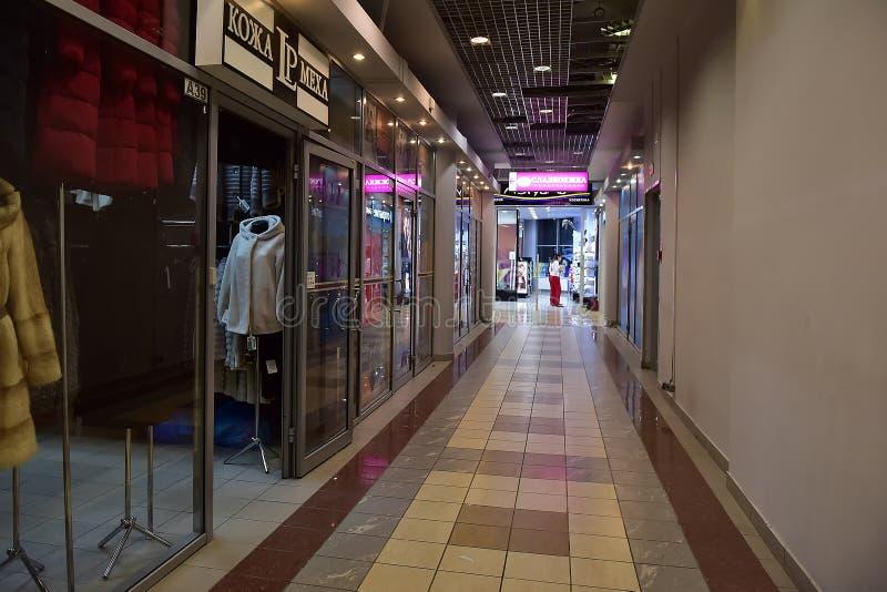 Pasillos del centro comercial moderno imágenes de archivo libres de regalías
