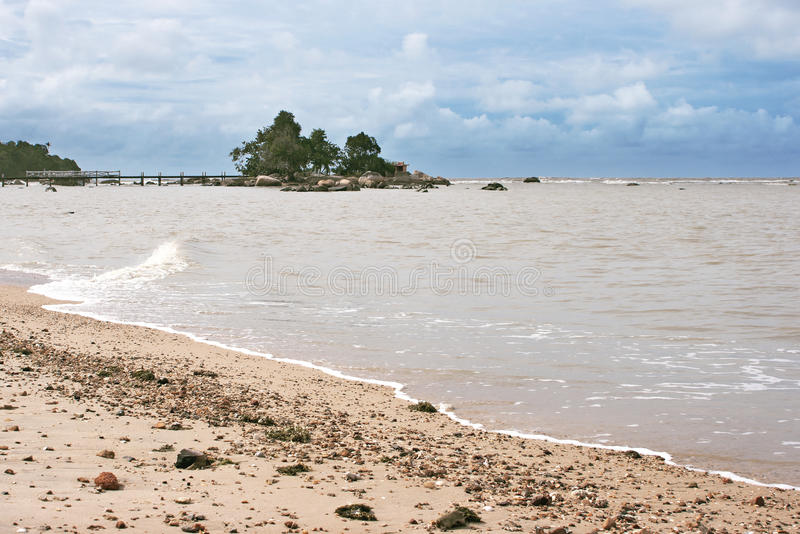 Pasir Panjang strand, Kalimantan royaltyfria bilder