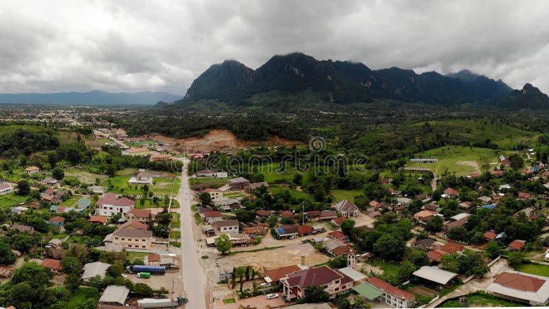Pasma górskiego nasunięcie z miasteczkami fotografia royalty free