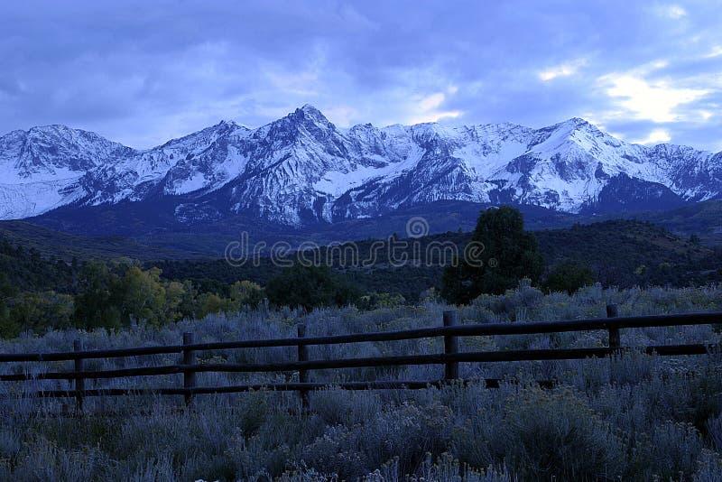 Download Pasmo górskie zdjęcie stock. Obraz złożonej z krajobrazy - 27308