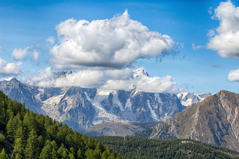 Pasmo górskie Granu Paradiso grupa, Val d ` Aosta, Włochy fotografia stock