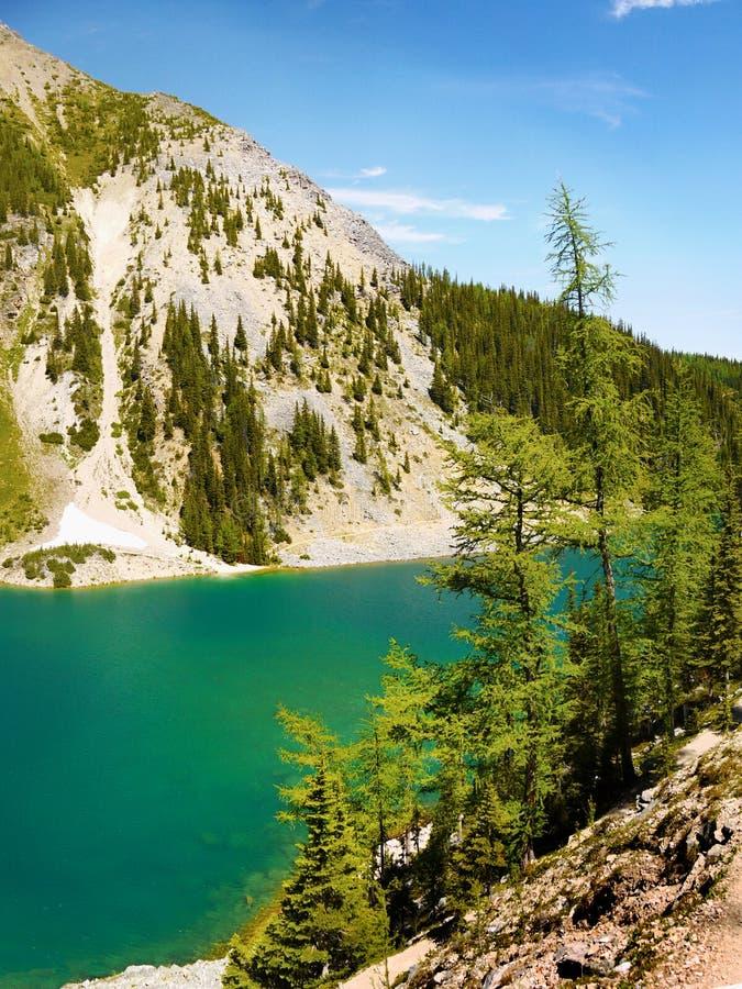 Pasmo Górskie krajobraz i jezioro, Kanada zdjęcia stock