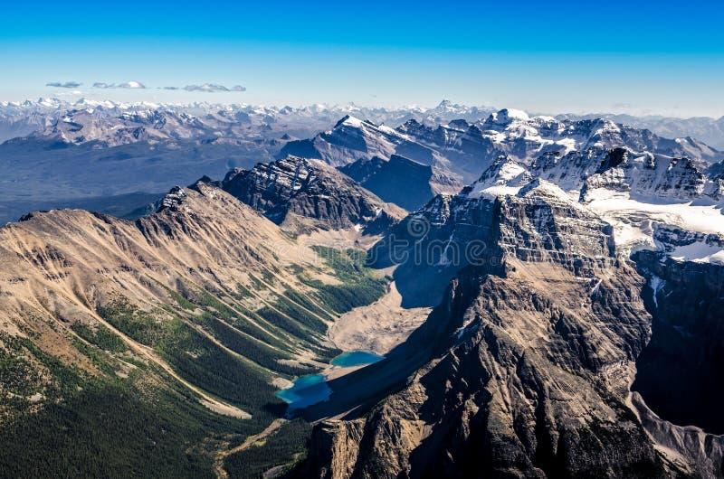 Pasmo górskie widok od Mt świątyni, Banff NP, Alberta, Kanada fotografia stock