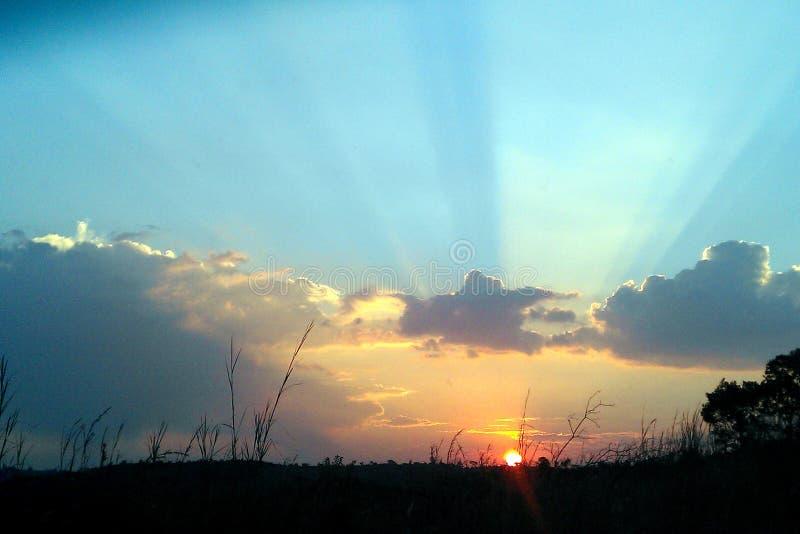 Pasmo kolory jako słońce ustawia w Południowa Afryka zdjęcie stock