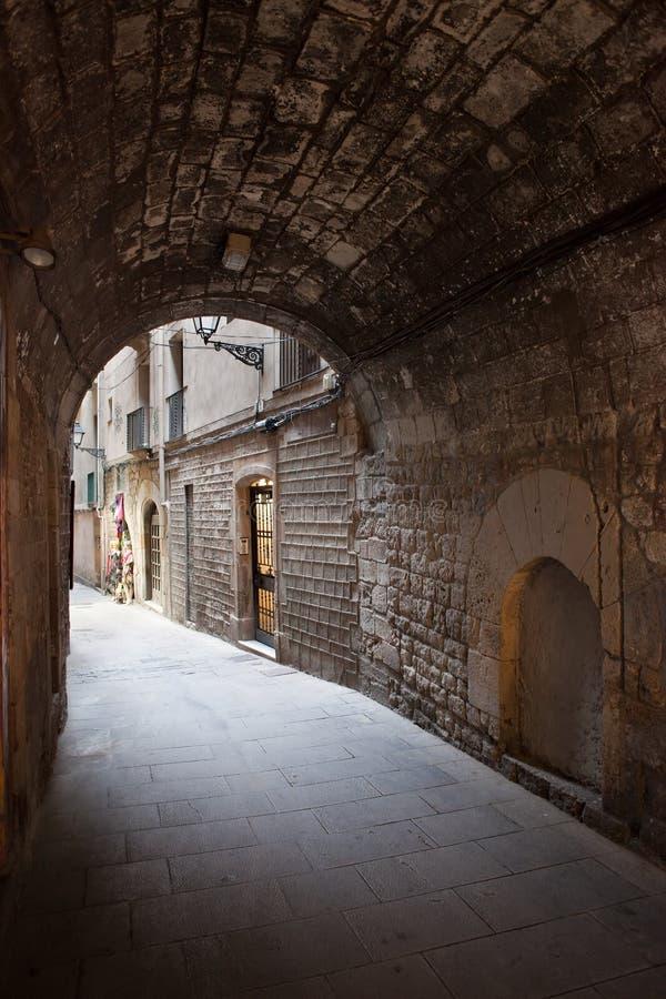 Paso arqueado de Barri Gotic en Barcelona fotos de archivo