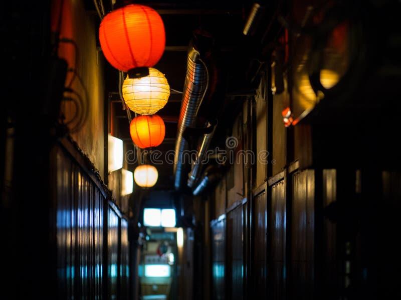 Paso con las linternas en Kyoto foto de archivo