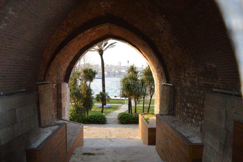 Paso con vista a Bosphorus imagenes de archivo