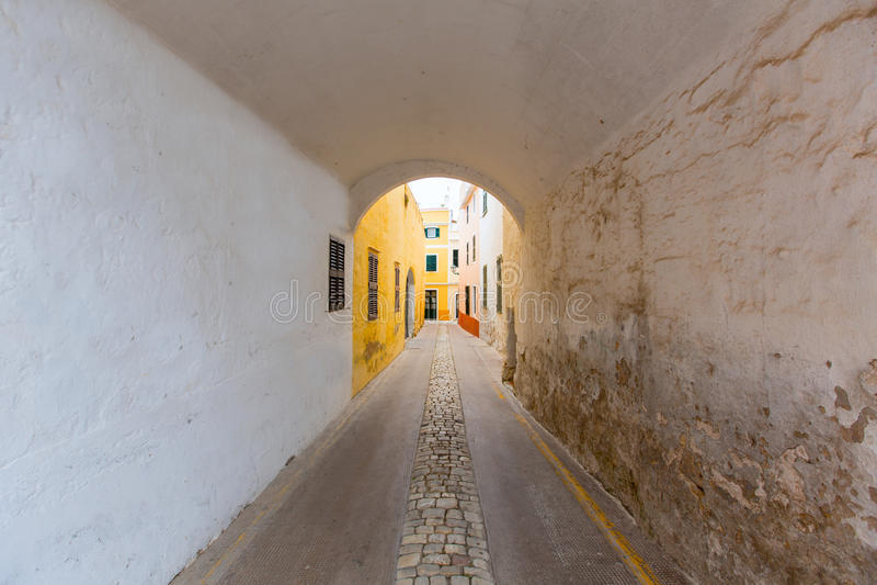 Paso de la cámara acorazada de barril de Menorca Carrer de Sant Climent fotos de archivo