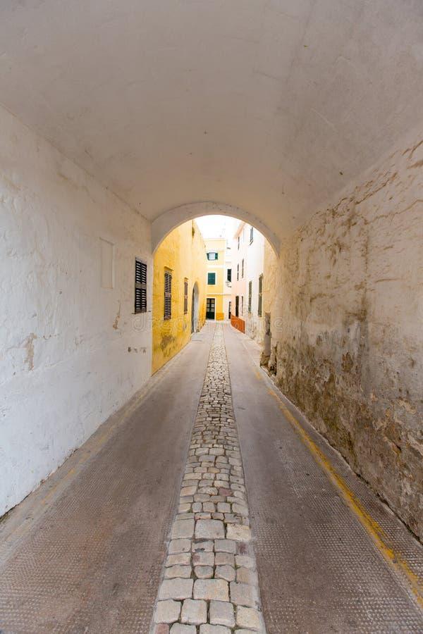 Paso de la cámara acorazada de barril de Menorca Carrer de Sant Climent imagen de archivo libre de regalías