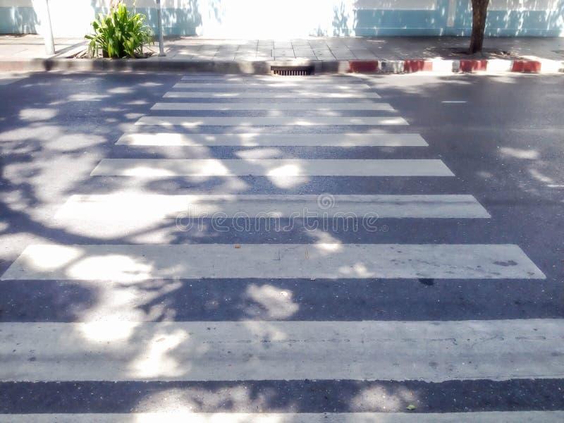Paso de peatones y mini calle imagen de archivo