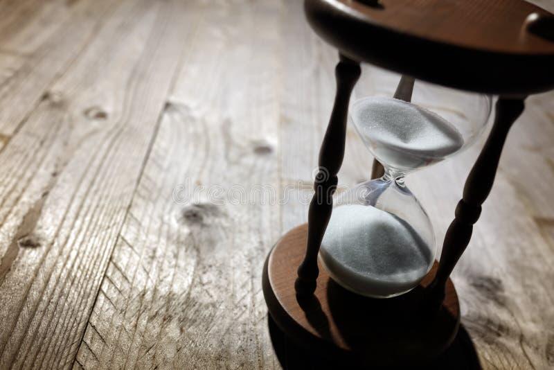 Paso del tiempo del reloj de arena imágenes de archivo libres de regalías