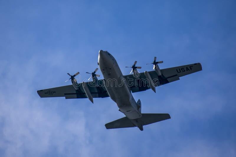 Paso elevado de A.C. - 130 Hercules Airplane imagen de archivo libre de regalías