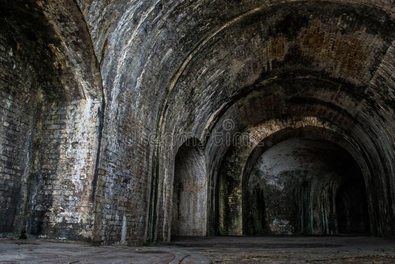 Paso interior del ladrillo presentimiento dentro del fuerte Pickens fotografía de archivo