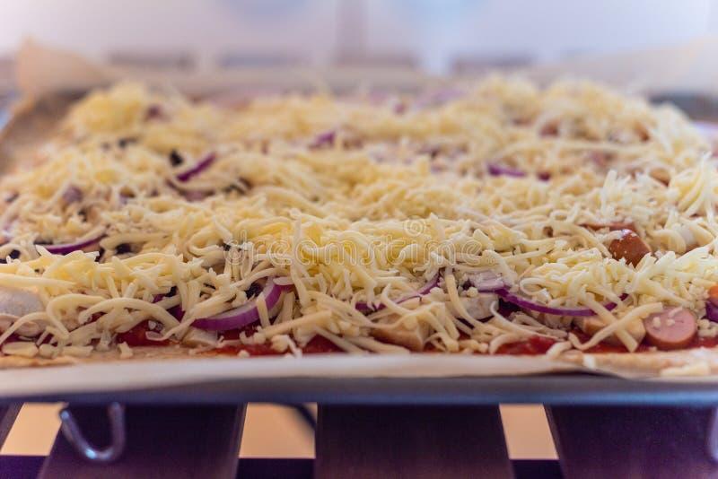 Paso a paso ocupación de una pasta de la pizza fotos de archivo libres de regalías