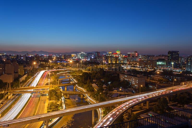 Paso superior de Pekín en la noche fotografía de archivo libre de regalías