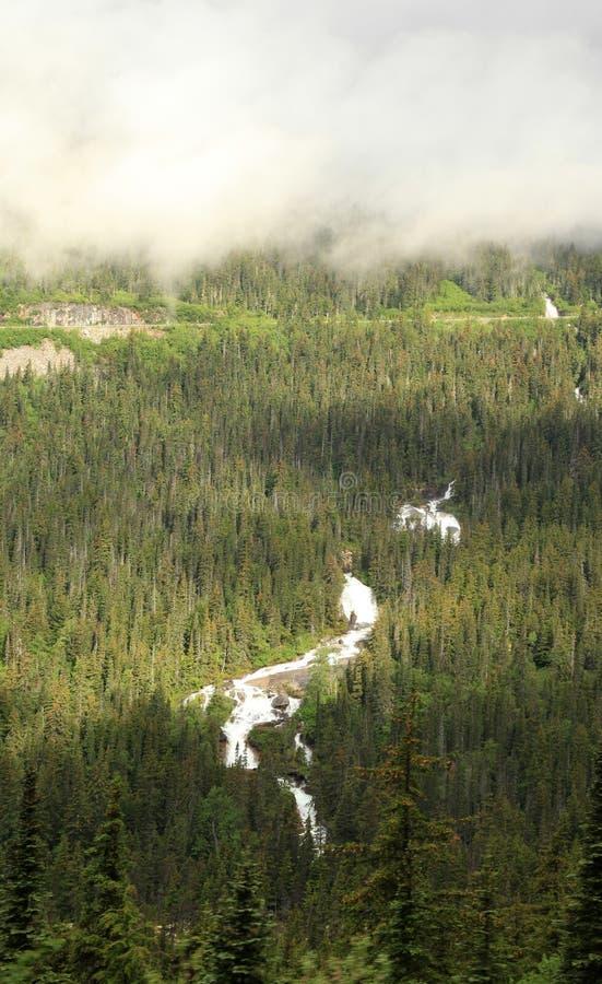 Paso y ruta blancos de Yukon fotos de archivo