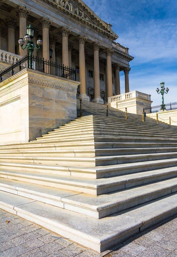 Pasos al edificio del senado de Estados Unidos, en el capitolio de los E.E.U.U., i fotos de archivo