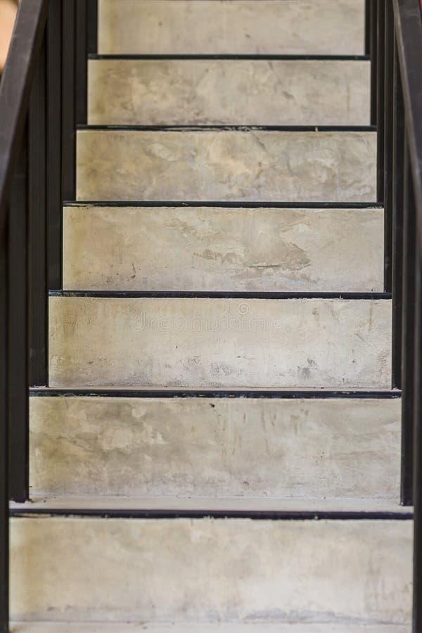 Pasos concretos Textura de la escalera Escalera del hormig?n del cemento Escaleras concretas modernas abstractas a la construcci? imagen de archivo libre de regalías