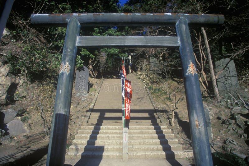 Pasos de piedra que llevan al Engaku-Ji Zviroku-San Dai-Engaku Kosho Zen-Jin, Zen Center, Kamakura, poca Kyoto vieja, cerca de To imagen de archivo