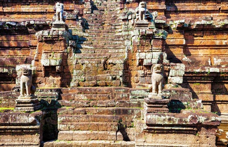 Pasos de progresión del templo budista antiguo del khmer imagen de archivo libre de regalías