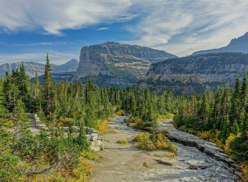 Pasos de Stoney Indian Trail en el glaciar N P foto de archivo libre de regalías