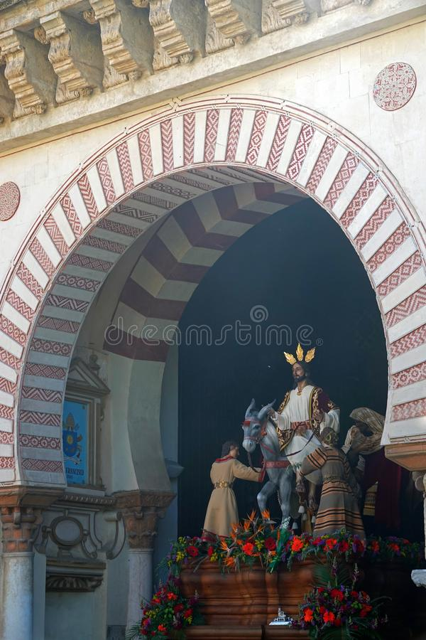 Pasos die van de Semanakerstman Mezquita in Cordoba, Spanje verlaten stock afbeelding