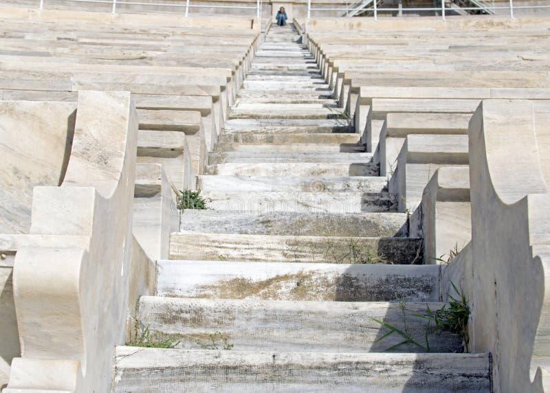 Pasos en el estadio del mármol blanco en Atenas, estadio de Panathinaikos foto de archivo