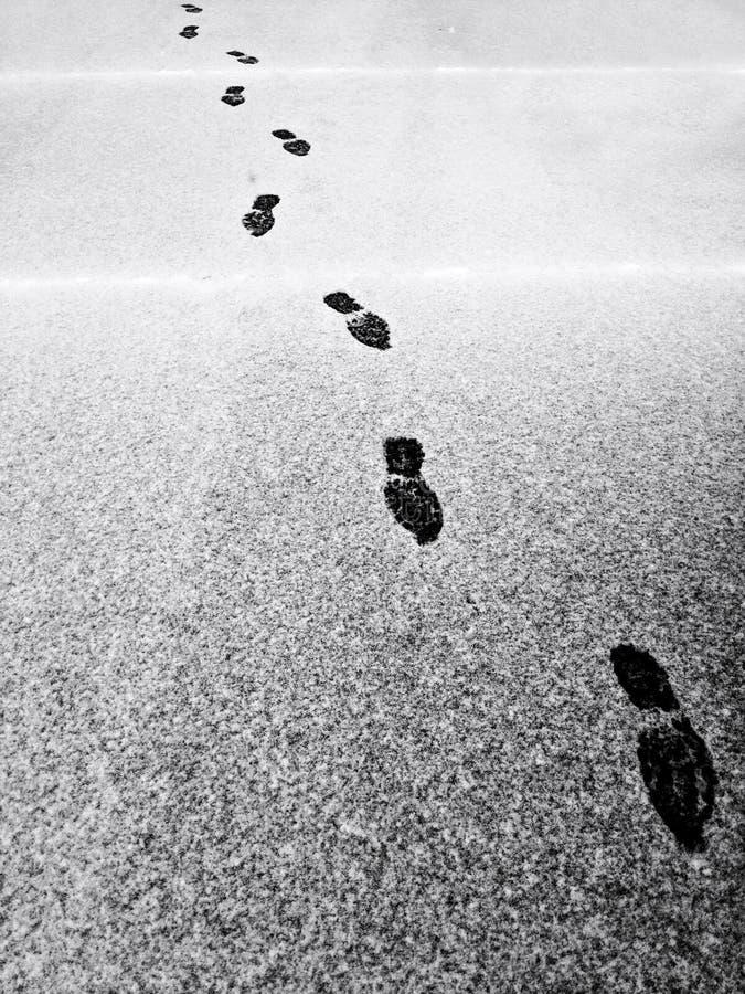 Pasos en nieve foto de archivo