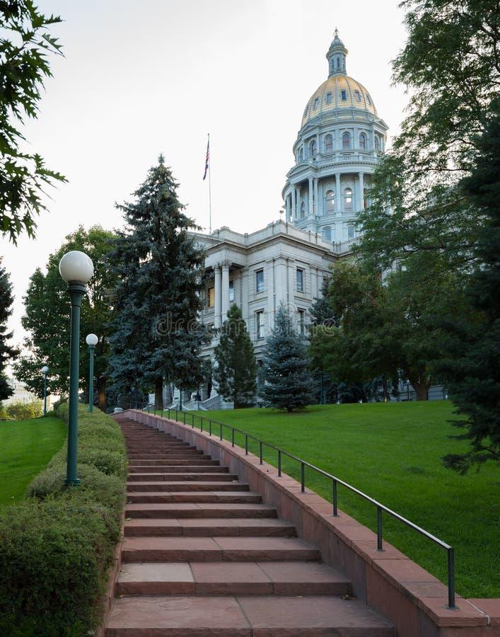 Pasos a la entrada del capitolio Denver del estado fotografía de archivo libre de regalías
