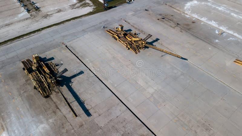 Pasowi ładowacze przy przemysłowego przedsięwzięcia powietrzną fotografią obraz stock