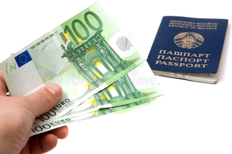 Paspoort en geld royalty-vrije stock foto's