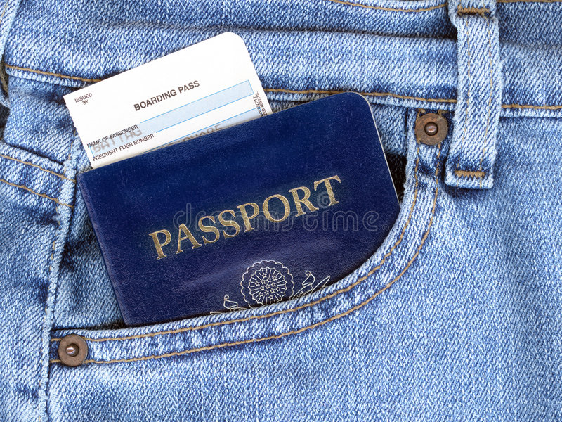 Paspoort en Instapkaart in de Zak van Jeans royalty-vrije stock foto's