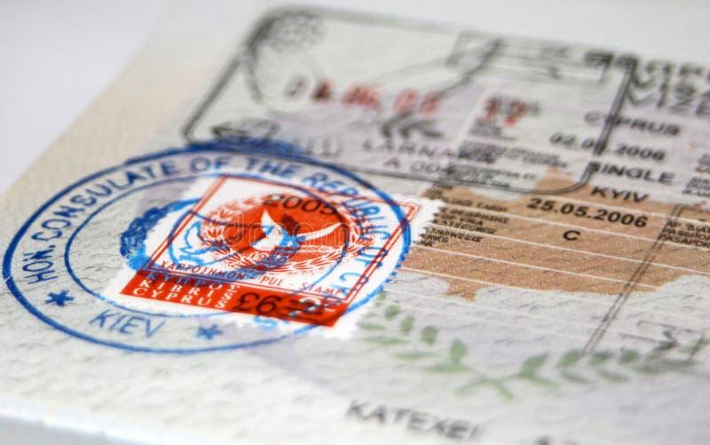 Paspoort met het visum en de zegels van Cyprus stock foto's