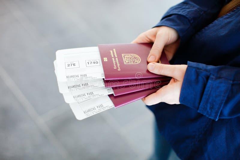Paspoorten en instapkaarten stock foto's