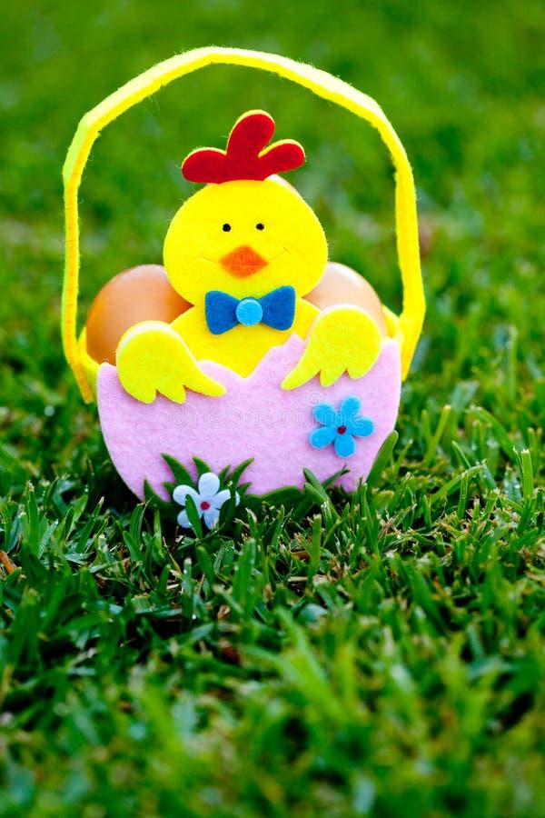 Pasqua - canestro dell'uovo fotografie stock libere da diritti