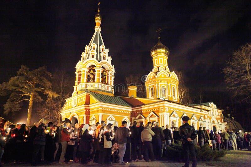 Pasqua: Chiesa rotonda di camminata 3 volte immagine stock libera da diritti