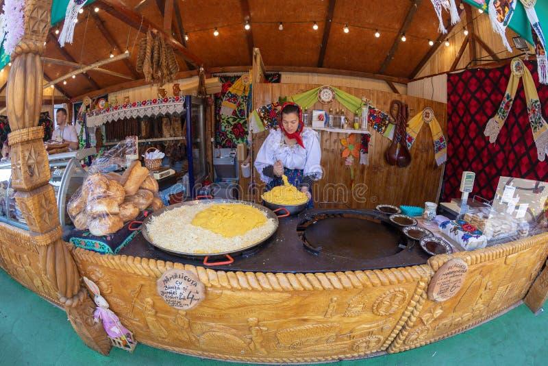 Pasqua giusta con i prodotti tradizionali da Maramures fotografia stock libera da diritti