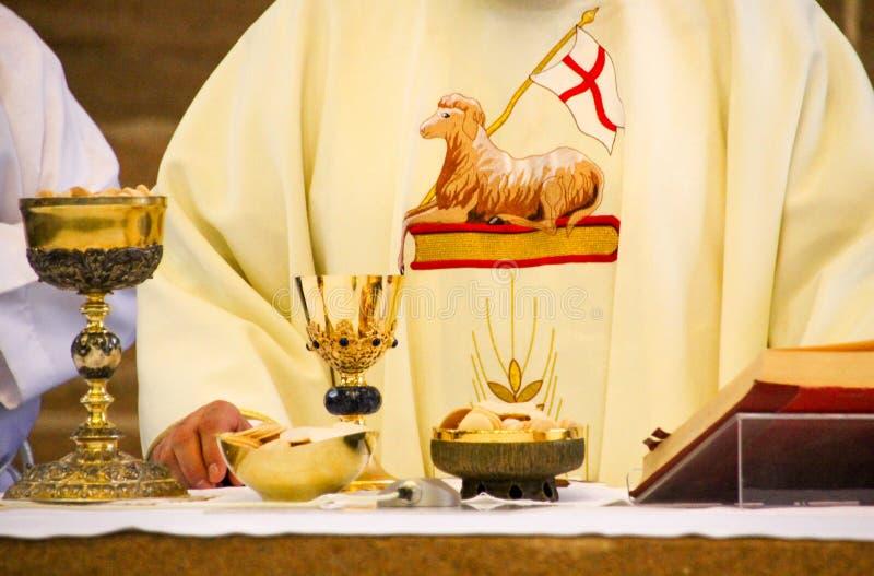 Pasqua nella chiesa cattolica immagini stock