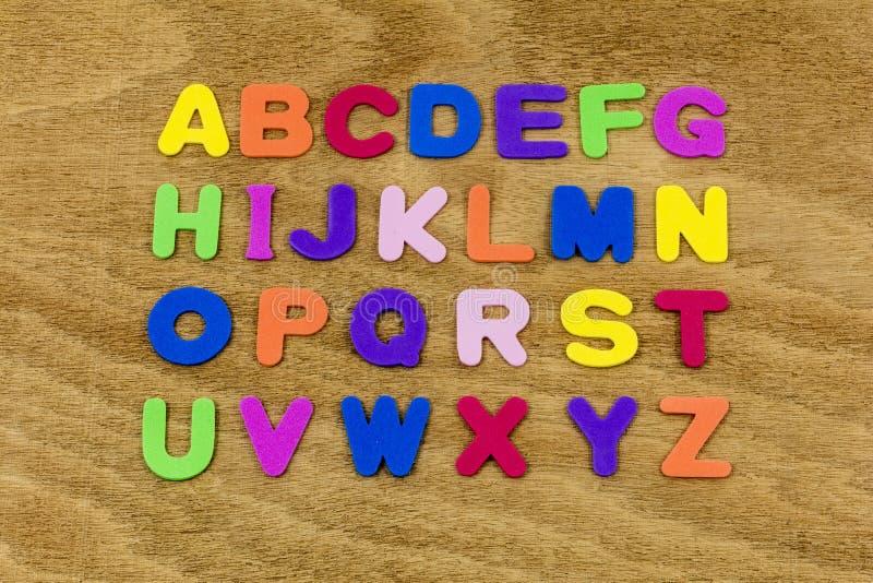 Pass för alfabetbokstavsabc som stavar plast- ord, skummar leksaken fotografering för bildbyråer