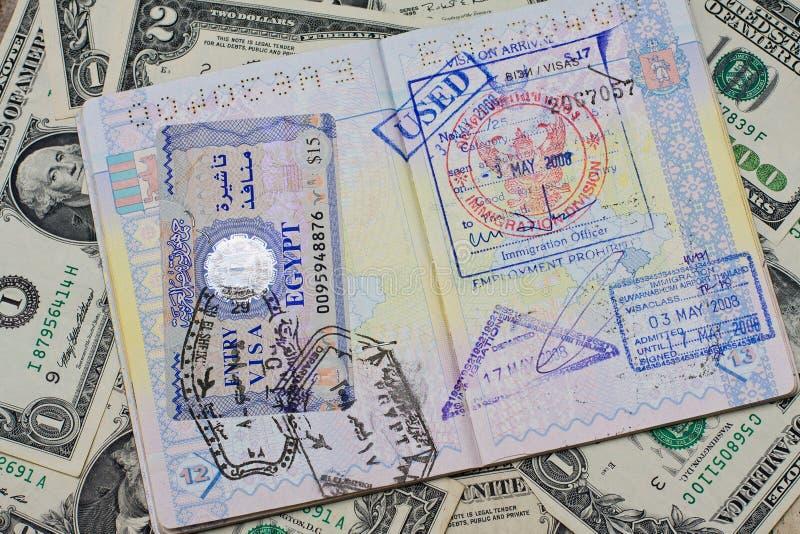 Pass mit Stempeln mit US-Dollar stockbilder