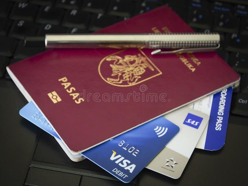 Pass och resedokument royaltyfri fotografi
