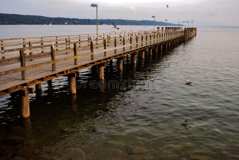 Passadiço no lago fotos de stock royalty free